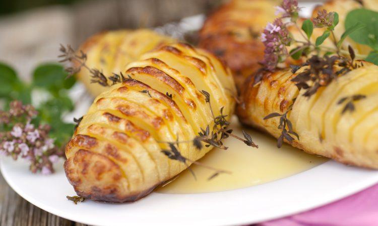 Fächerkartoffeln auf dem Grill zubereiten