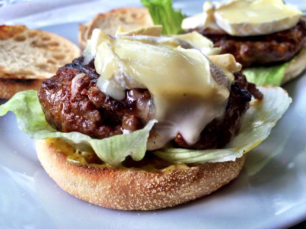 Burger mit Ziegenkäse und Birne
