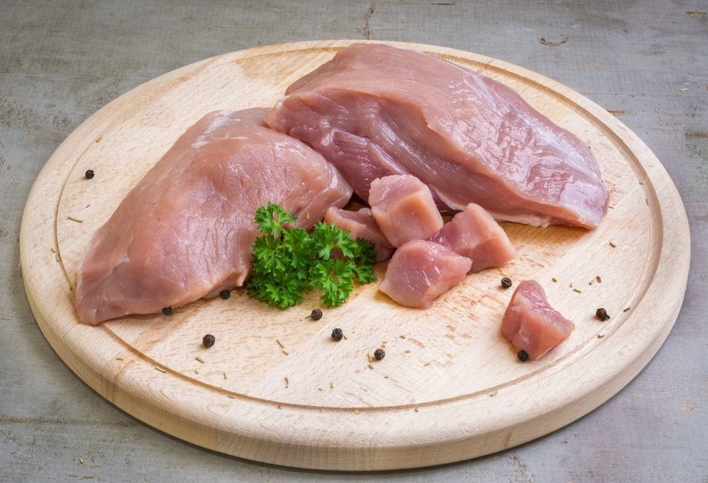 Bei der Verwendung von rohem Fleisch solltet ihr besonders auf die Hygiene achten