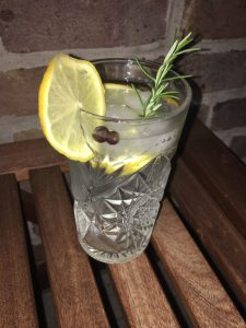 Mombasa Club London Dry Gin im Glas