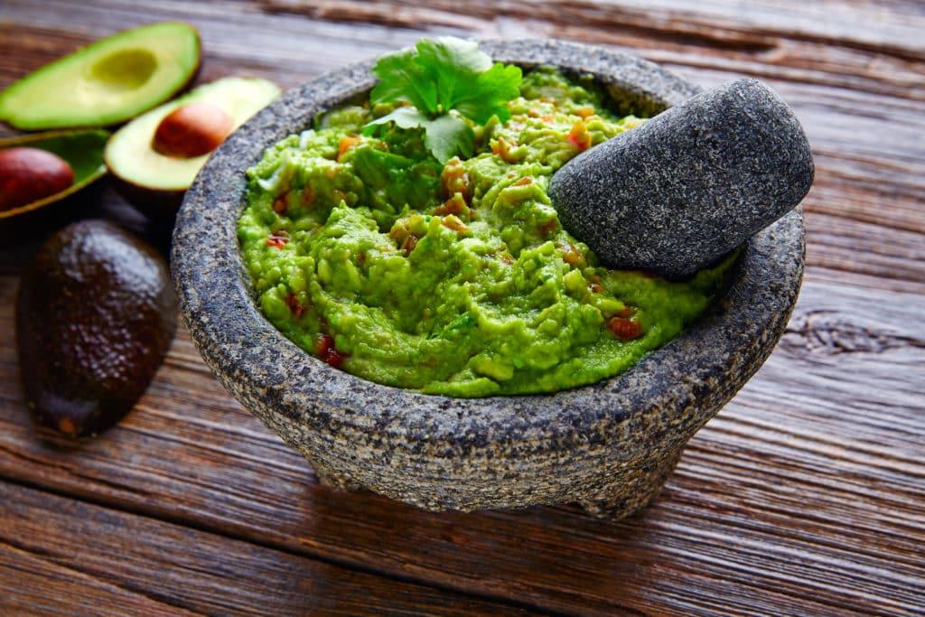 Traditionell wird Guacamole im Mörser zubereitet