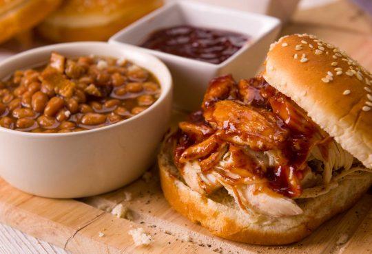 Pulled Chicken Burger vom Grill