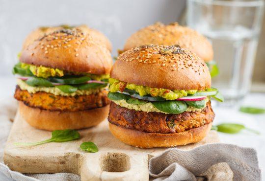 Süßkartoffel Burger vom Grill | Bild: vaaseenaaSüßkartoffel Burger vom Grill | Bild: vaaseenaa