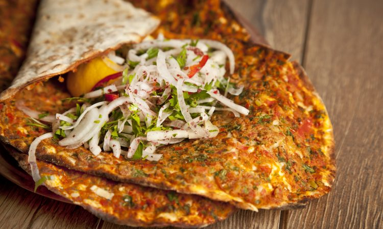Türkische Pizza vom Grill | Bild: gorkemdemir