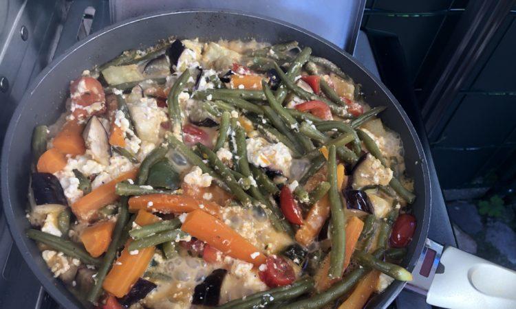 Schnelle Gemüsepfanne mit Feta vom Grill - Rezept