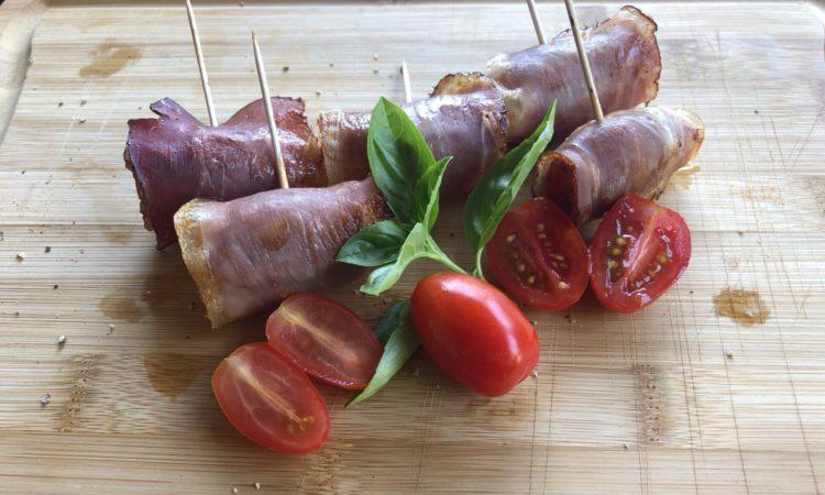 Geräucherte Tomaten mit Schinken
