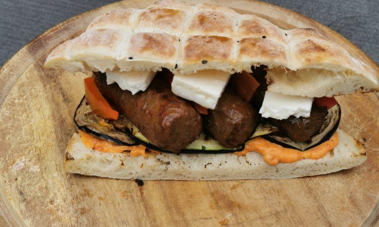 Balkan Burger - Rezept von den Grillkameraden