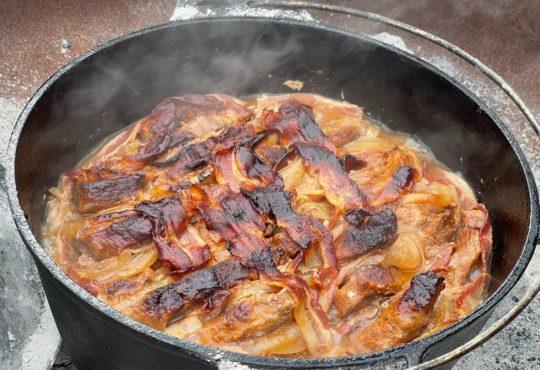 Schichtfleisch aus dem Dutch Oven